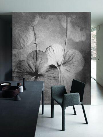 """Luxusní vliesová tapeta """"Hydrangea in gray"""" z kolekce Beton story"""